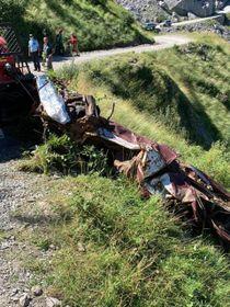 I rottami dell'auto di Beppe Grillo, rimossi ieri dopo quasi quarant'anni
