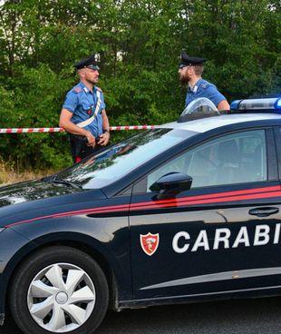 Sono i carabinieri a occuparsi delle indagini sul cadavere ritrovato in una strada di campagna del Trasimeno