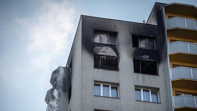 Incendio in un condominio della Repubblica Ceca (Ansa)
