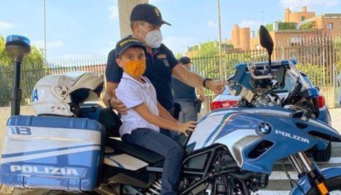 Regalo a Enzo, 9 anni: poliziotto per una giornata