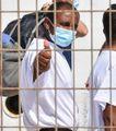 Coronavirus, allarme contagi tra i migranti. Arriva l'esercito negli hotspot in tilt