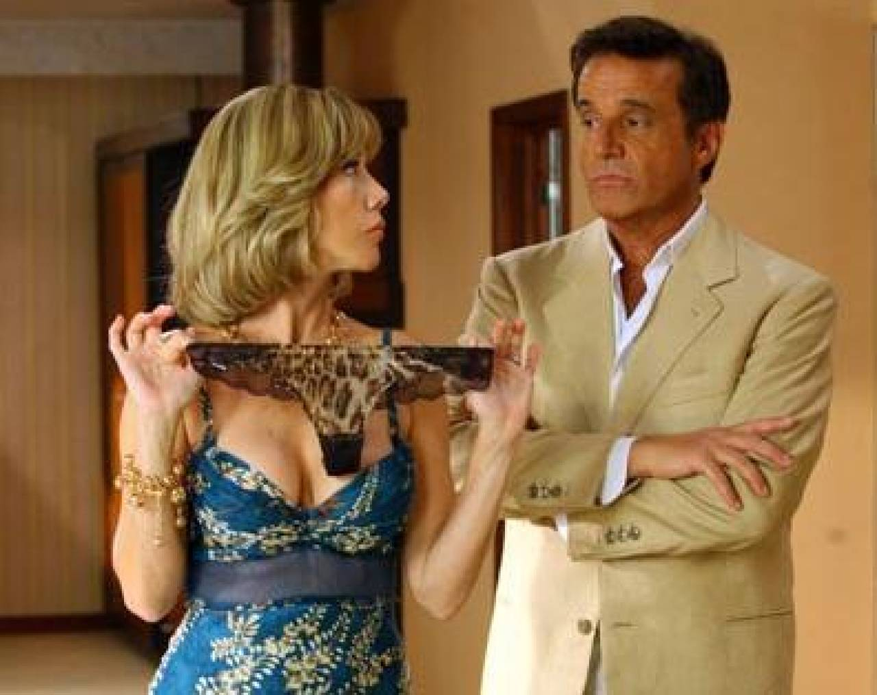 Christian De Sica e Nancy Brilli in una scena del film Natale in crociera (2007)
