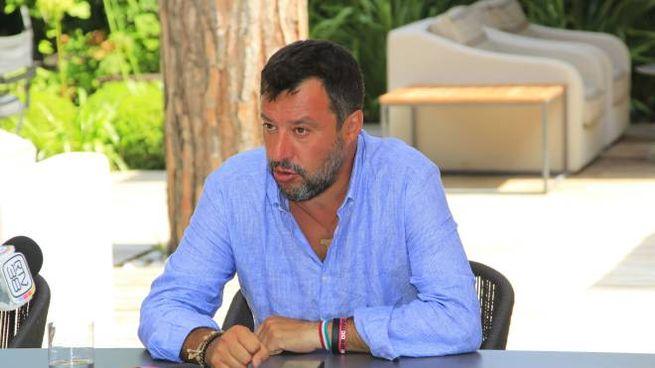 Salvini in conferenza stampa a Forte dei Marmi (foto Umicini)