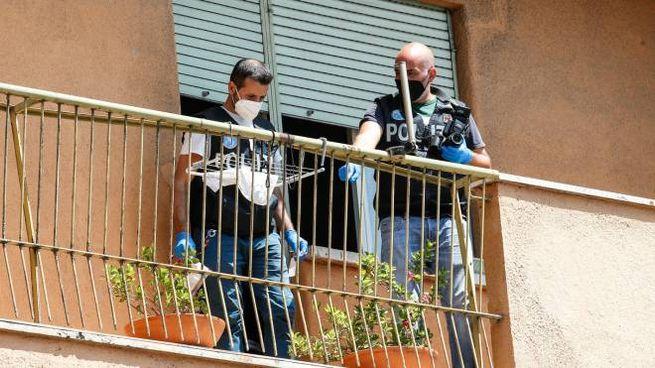 Roma, i rilievi della scientifica nel luogo in cui il bimbo è stato ferito (Ansa)