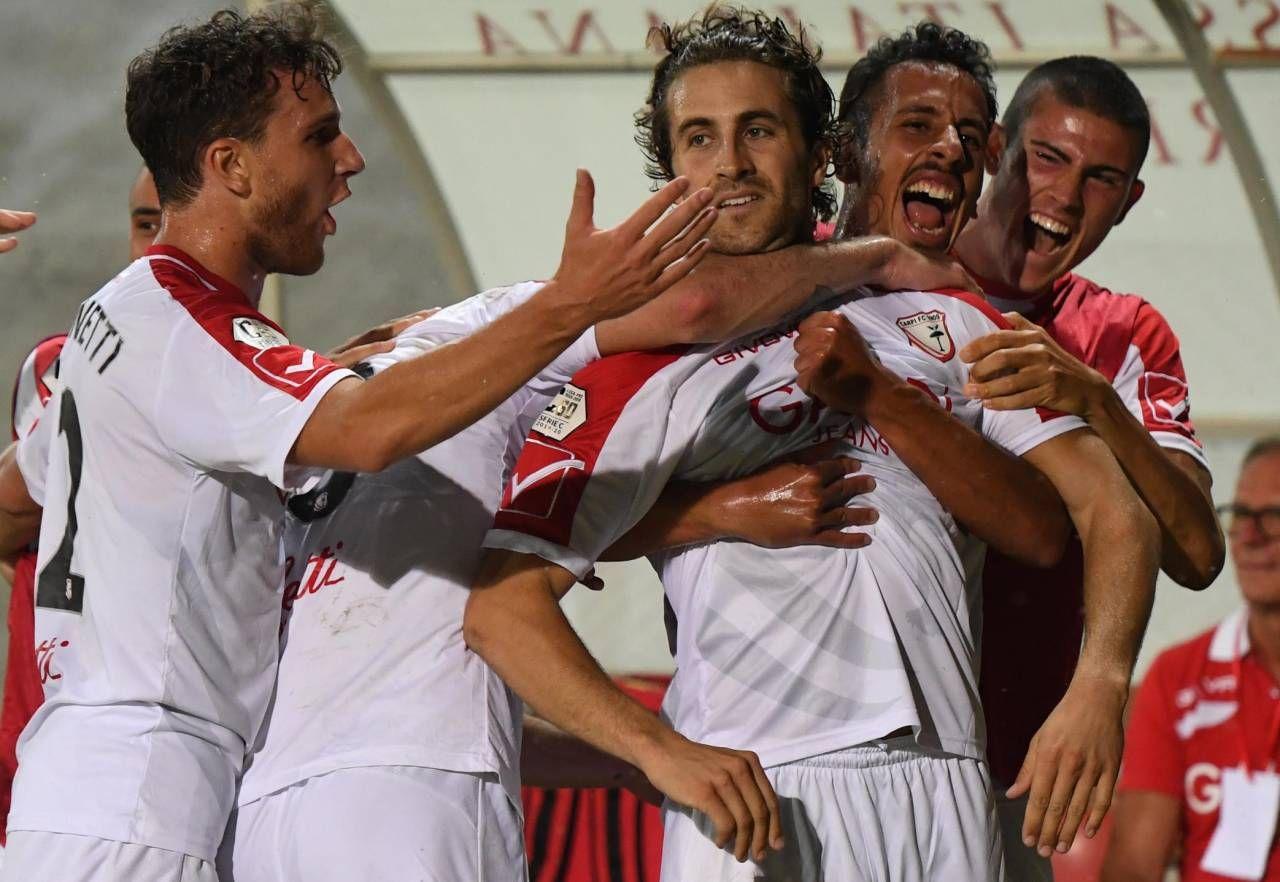 L'esultanza dei giocatori biancorossi nella partita contro l'Alessandria