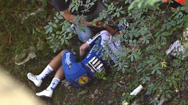 Remco Evenepoel dopo la caduta (Ansa)