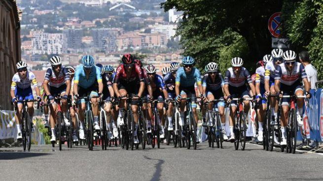 Giro dell'Emilia 2020, una fase della corsa (foto Schicchi)