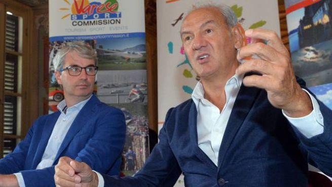 Il sindaco Davide Galimberti con Renzo Oldani, presidente della società ciclistica Alfredo