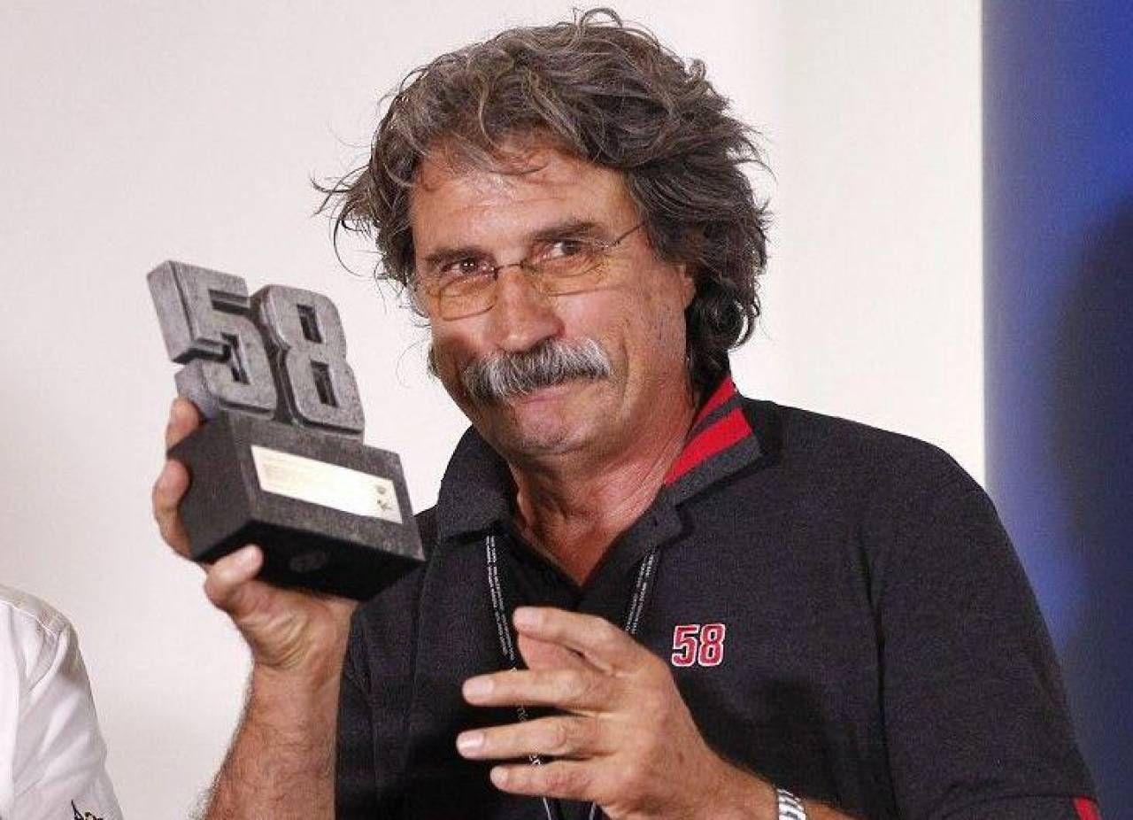 Paolo Simoncelli col 58 di Marco. In alto, Johann Zarco, ieri operato allo scafoide