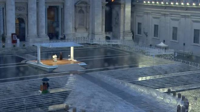 Il Papa in piazza San Pietro a Roma