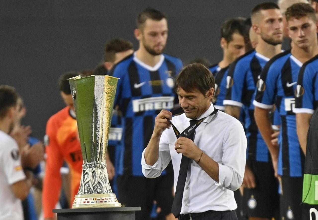 L'amarezza di Conte davanti alla Coppa persa (Ansa)