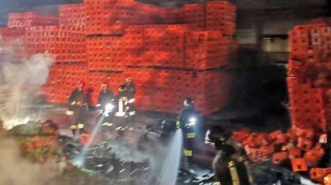 Sono andate distrutte due o trecento cassette che contenevano bottiglie vuote