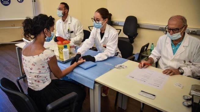 Covid, controlli sierologici all'ospedale Gaetano Pini di Milano (Ansa)