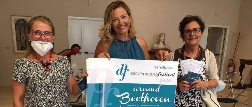 Emanuela Antolini e Amina Brunozzi di ascolipicenofestival insieme ad Anna Casini