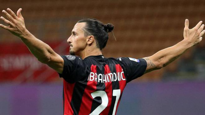 Zlatan Ibrahimovic rinnova con il Milan per sette milioni (Ansa)
