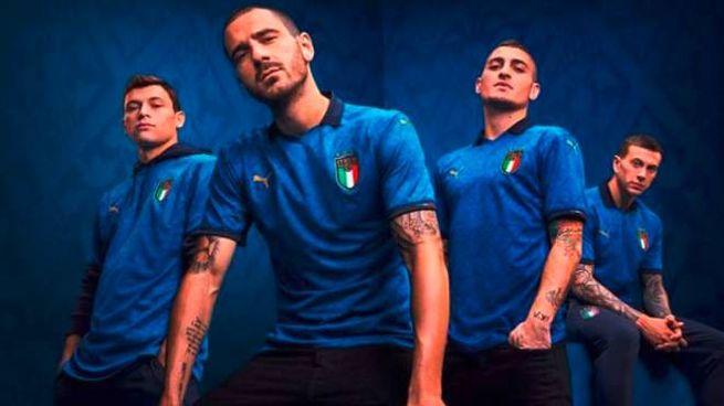 La nuova maglia dell'Italia. Da sinistra, Barella, Bonucci, Verratti e Bernardeschi (Ansa)