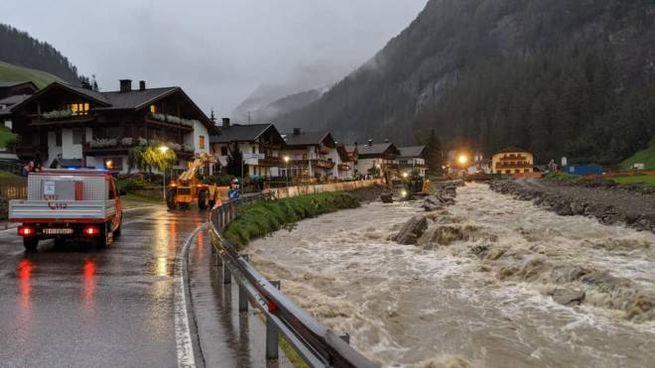i danni dell'ultima ondata di maltempo in Alto Adige (Ansa, Vigili del Fuoco)