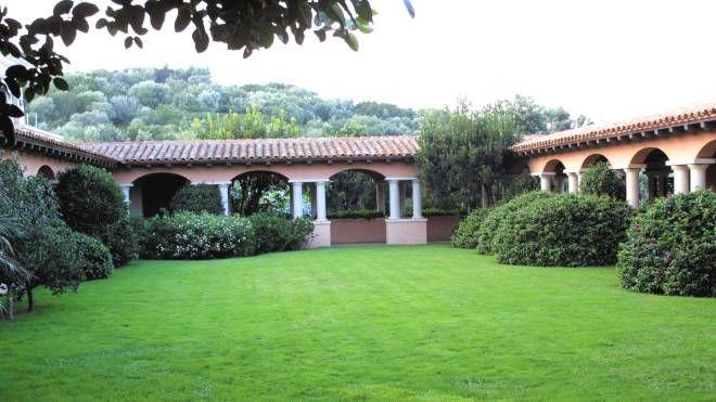Coronavirus, Barbara e Luigi Berlusconi in isolamento a Villa Certosa -  Cronaca - ilgiorno.it