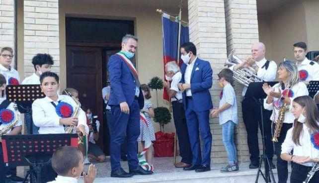 Un momento dell'inaugurazione della scuola Ginobili a Petriolo