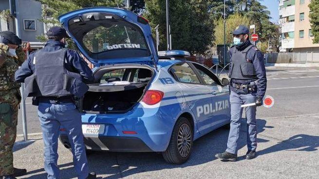 Pattuglia della pplizia di Stato impegnata nei controlli a Sant'Eusebio