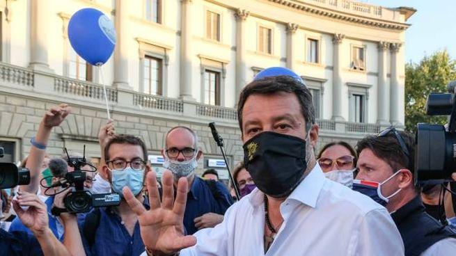Matteo Salvini in piazza Beccaria (foto Giuseppe Cabras/New Press Photo)