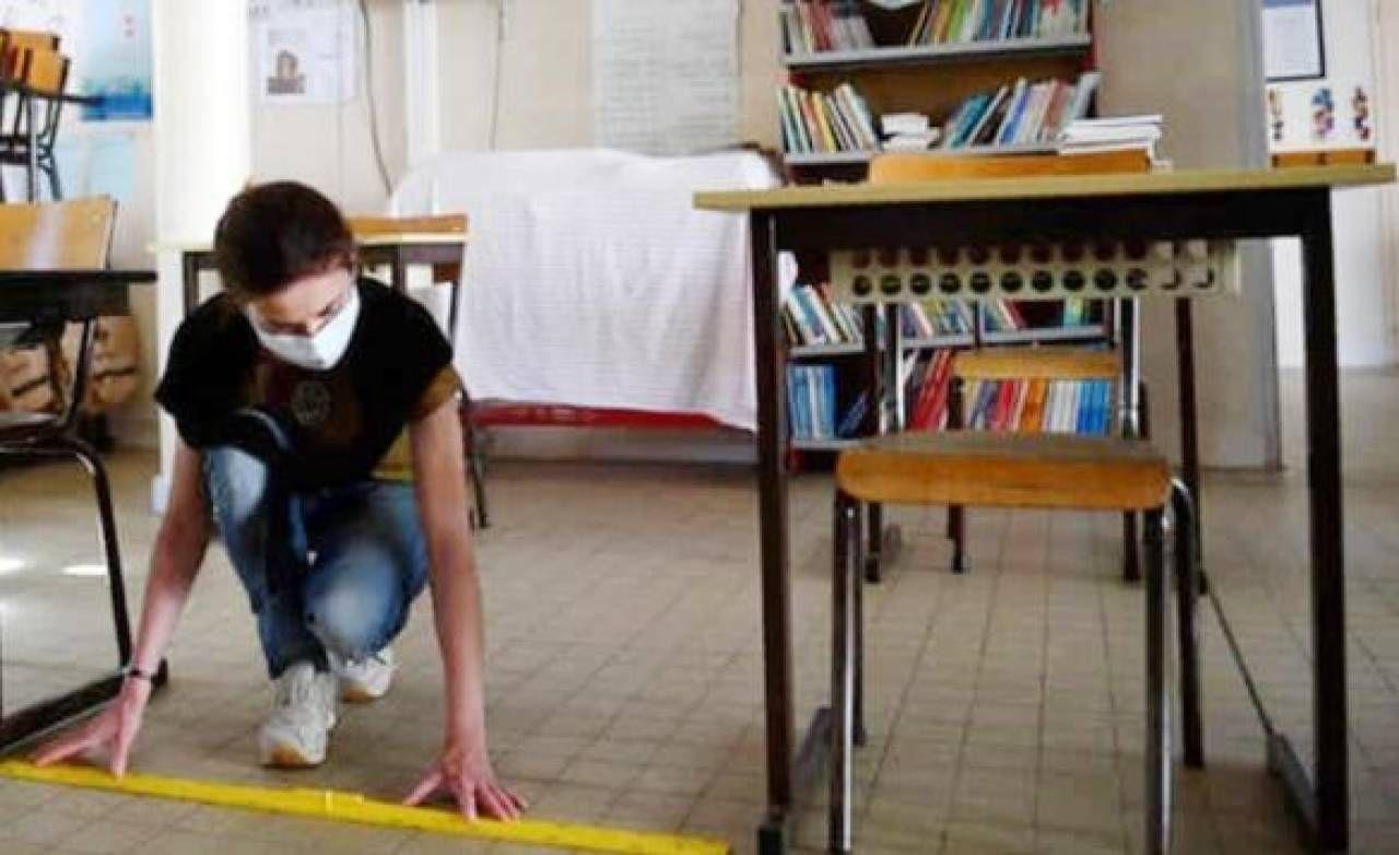 Nelle aule i banchi saranno distanziati secondo le norme (Foto Borghesi)