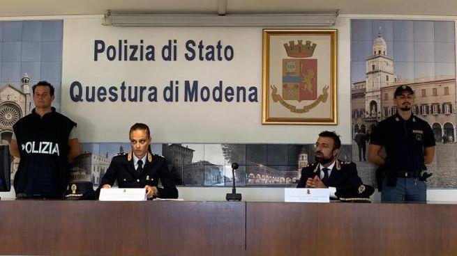 La polizia illustra l'operazione