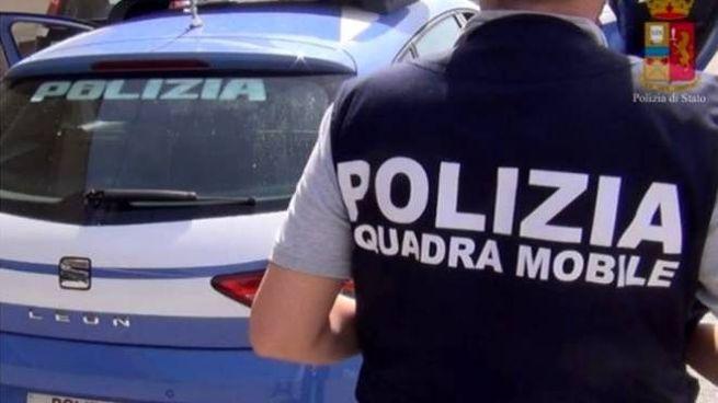 Indagini della squadra mobile della polizia