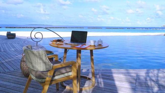 L'ufficio vista oceano alle Maldive - Foto: thenautilusmaldives.com