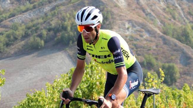 Vincenzo Nibali si inerpica sulle salite della Gallisterna e del Mazzolano