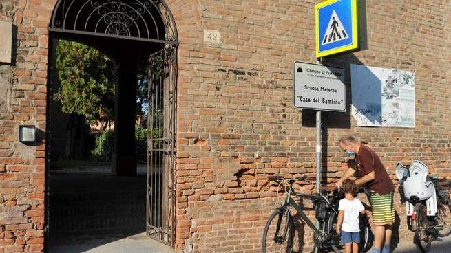 L'ingresso della scuola comunale di corso Biagio Rossetti (foto Businesspress)