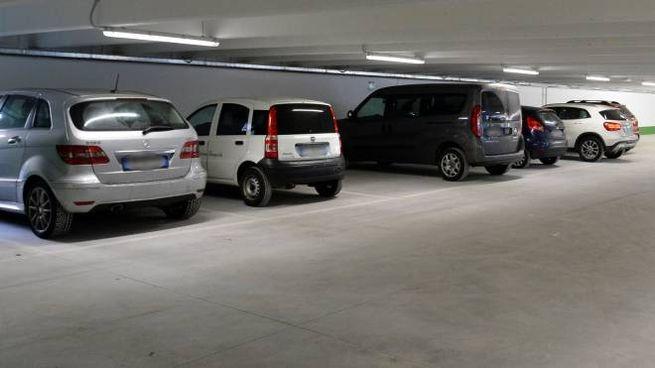 Un parcheggio multipiano (foto d'archivio)