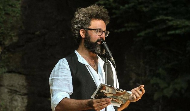 Dopo l'anteprima dei due comici, ad aprire la stagione tocca a Simone Cristicchi con il suo spettacolo 'Esodo' (24 e 25 ottobre)