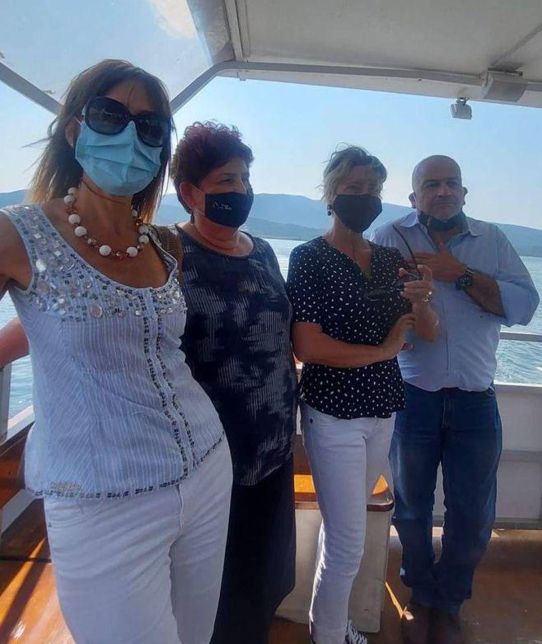 Il ministro Teresa Bellanova durante il sopralluogo sulla laguna a bordo di «Remus»