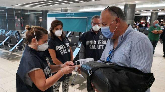 Controlli all'aeroporto di Fiumicino (Imagoeconomica)