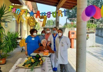 Parabiago, nonna Elia festeggia  il traguardo  dei 107 anni d'età