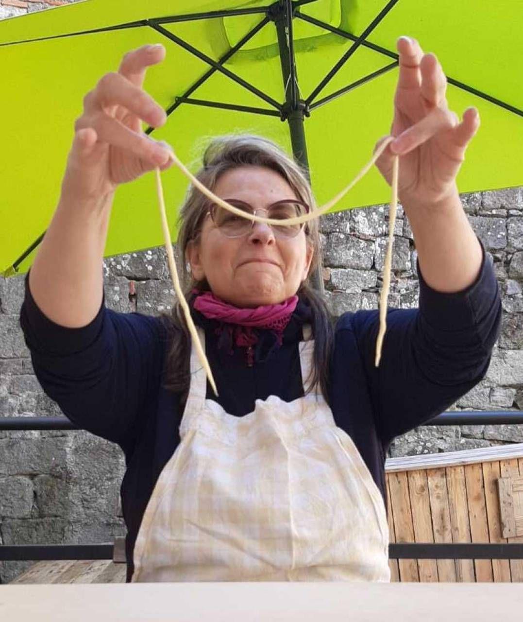 Corsi di cucina con i consigli delle donne che sono abili nei piatti tipici della montagna