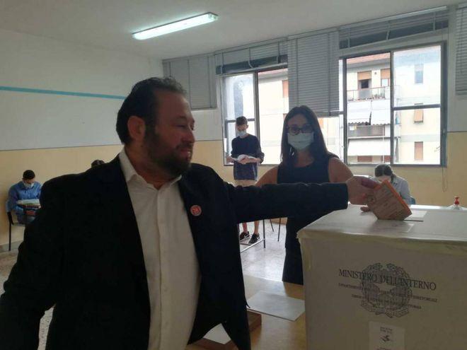 Elezioni toscane, seggi aperti: regionali e referendum, si vota. Alle 12 prima affluenza