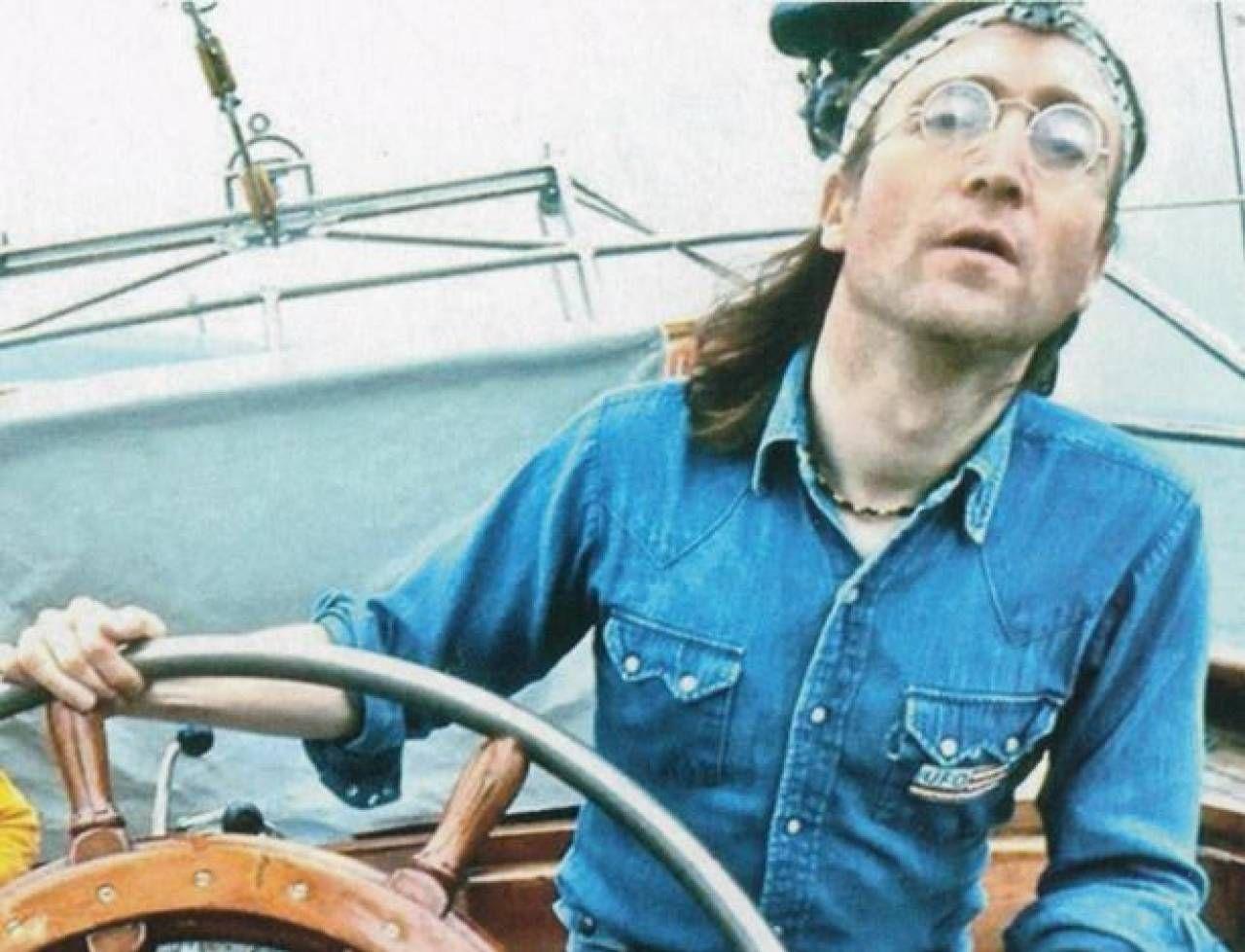 John Lennon (1940-1980) al timone: nel giugno 1980 il viaggio alle Bermuda sul Megan Jaye, imbarcazione tuttora in servizio