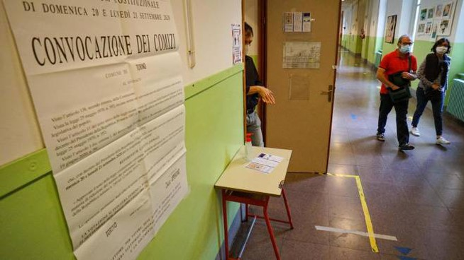 Seggi elettorali (Ansa)