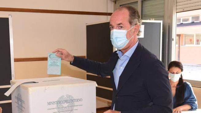 Luca Zaia al voto (Foto Ansa)