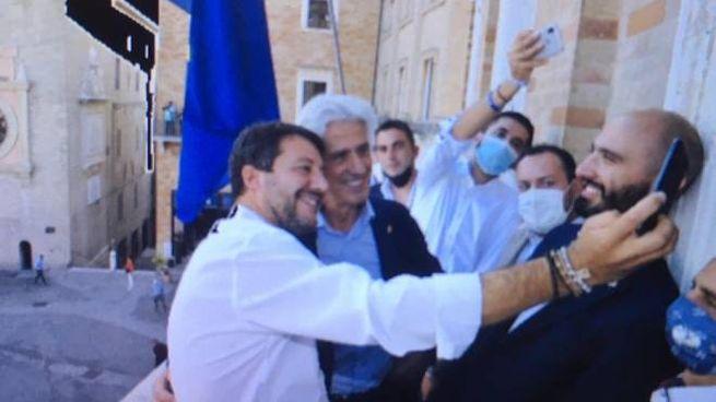 Macerata, Salvini e Parcaroli si fanno un selfie (foto Sentimenti)