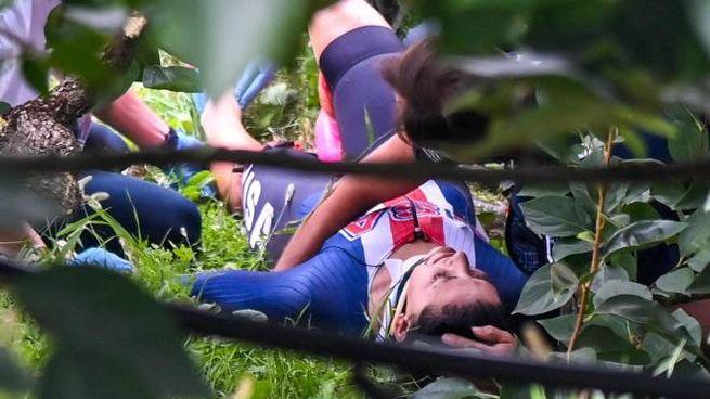 Chloe Dygert ferita a una gamba dopo la caduta ai Mondiali di Imola (Ansa)