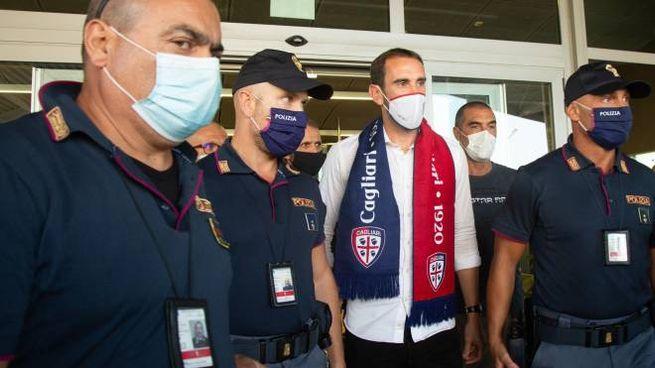Gondin all'arrivo all'aeroporto di Cagliari (Ansa)
