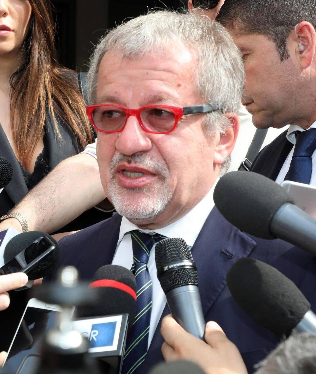 Roberto Maroni, 65 anni, è stato leader della Lega, vicepremier, ministro dell'Interno e presidente lombardo