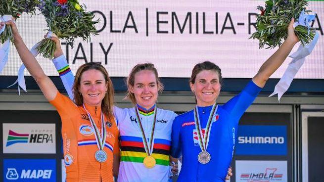 Annemiek van Vleuten seconda, Anna van der Breggen prima e Elisa Longo Borghini terza