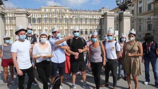 Un flash mob di protesta dei lavoratori della Villa Reale
