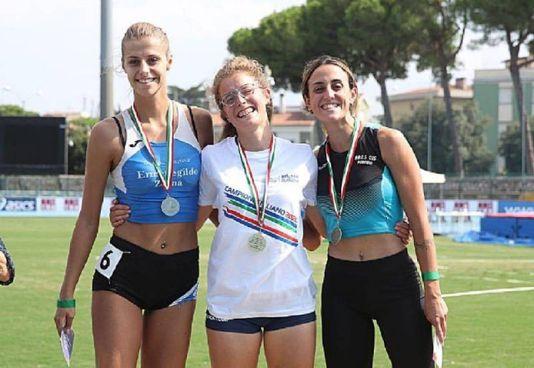 Rebecca Scardovi, al centro, ha vinto il titolo italiano nell'eptathlon