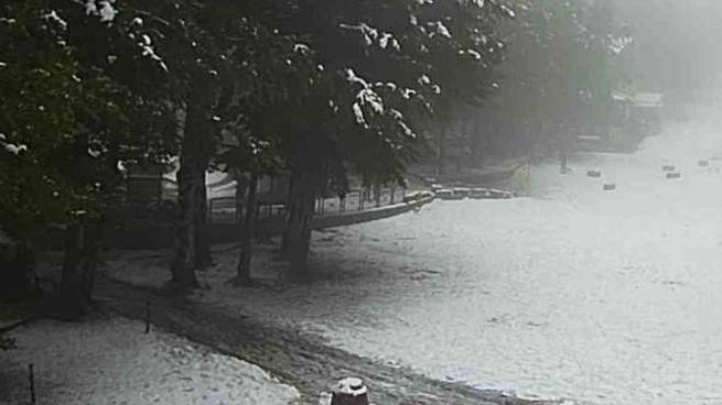 Inaspettata nevicata sul monte Amiata a settembre