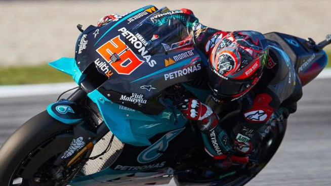 epa08698527 French MotoGP rider Fabio Quartararo of the Petronas Yamaha SRT team in action during the third free training session of the Motorcycling Grand Prix of Catalonia at Montmelo race track, near Barcelona, Spain, 26 September 2020. The Motorcycling Grand Prix of Catalonia will take place on 27 September 2020.  EPA/Alejandro Garcia